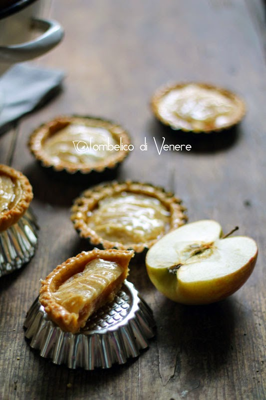 http://ombelicodivenere.blogspot.it/2014/11/crostatine-amaretto-alla-mela.html?utm_source=bp_recent&utm-medium=gadget&utm_campaign=bp_recent