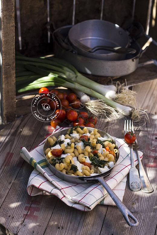 castellane con spinaci pomodorini e bufala
