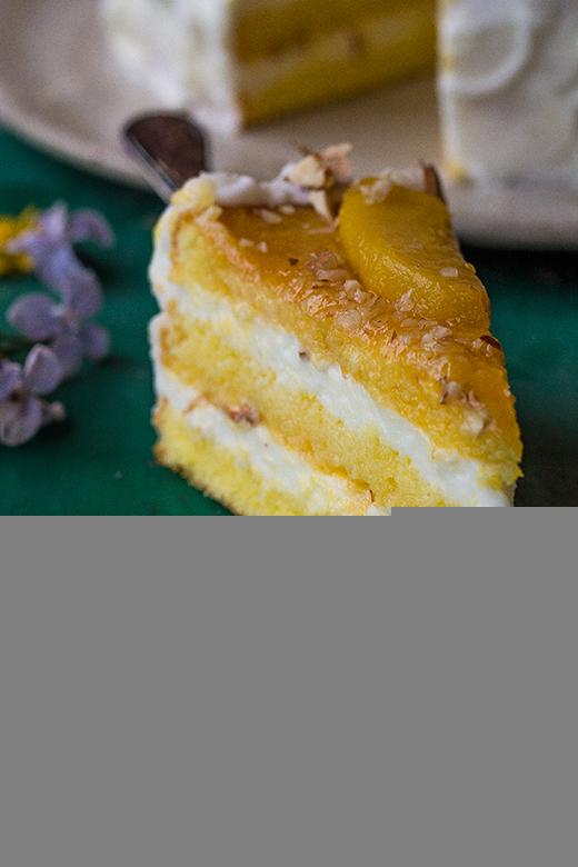torta con crema di mandorle e polpa di pesche e zenzero