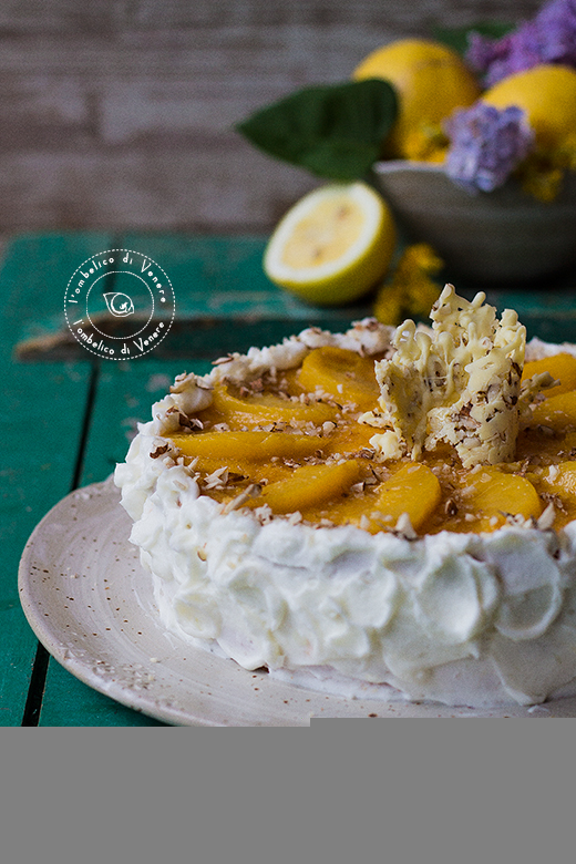 torta con crema di mandorle e gelè di pesche e zenzero