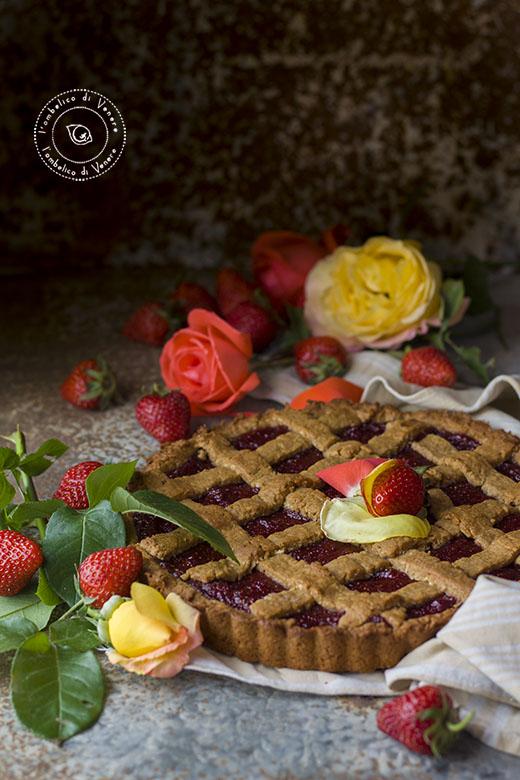 crostata vegana al cocco e confettura di fragole e rose1