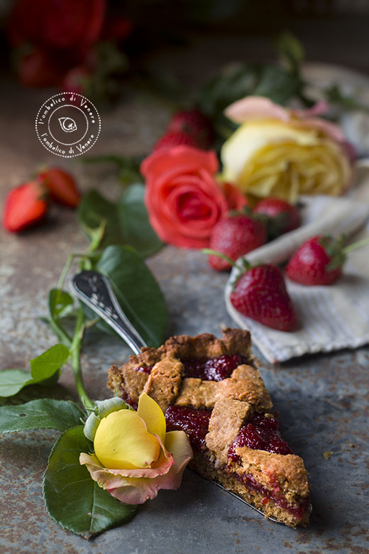 crostata vegana al cocco e confettura di fragole e rose2
