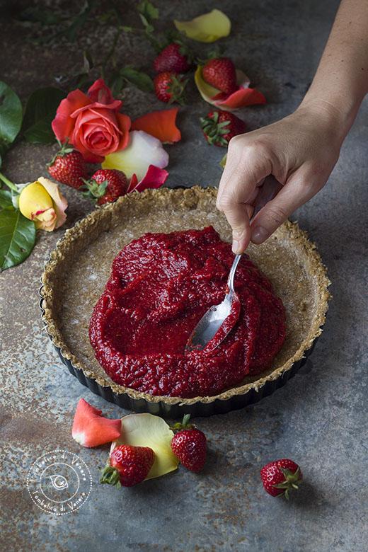 crostata vegana al cocco e confettura di fragole e rose5