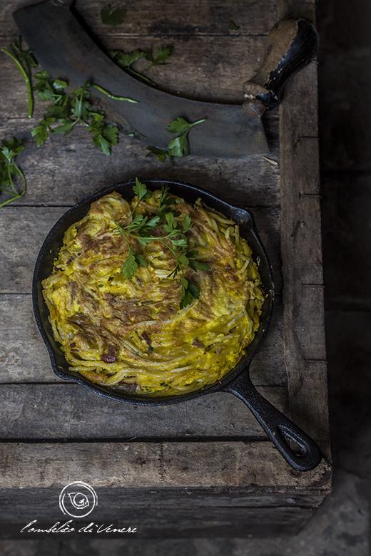 frittata-di-spaghetti-allo-speck-e-porcini