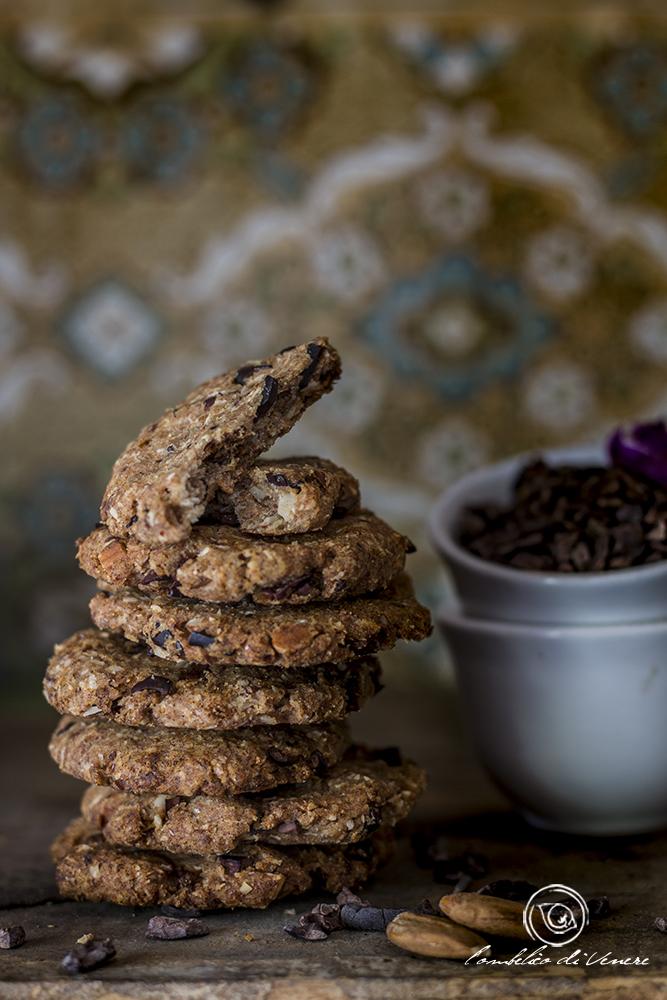 biscotti veg ai datteri, cocco, mandorle e fave di cacao tostate2b